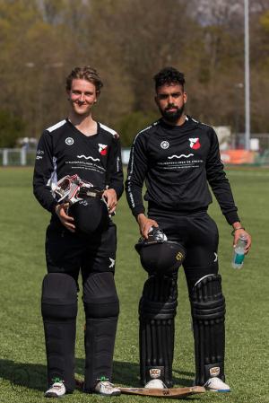 Reece en Navjit tikten de winst binnen